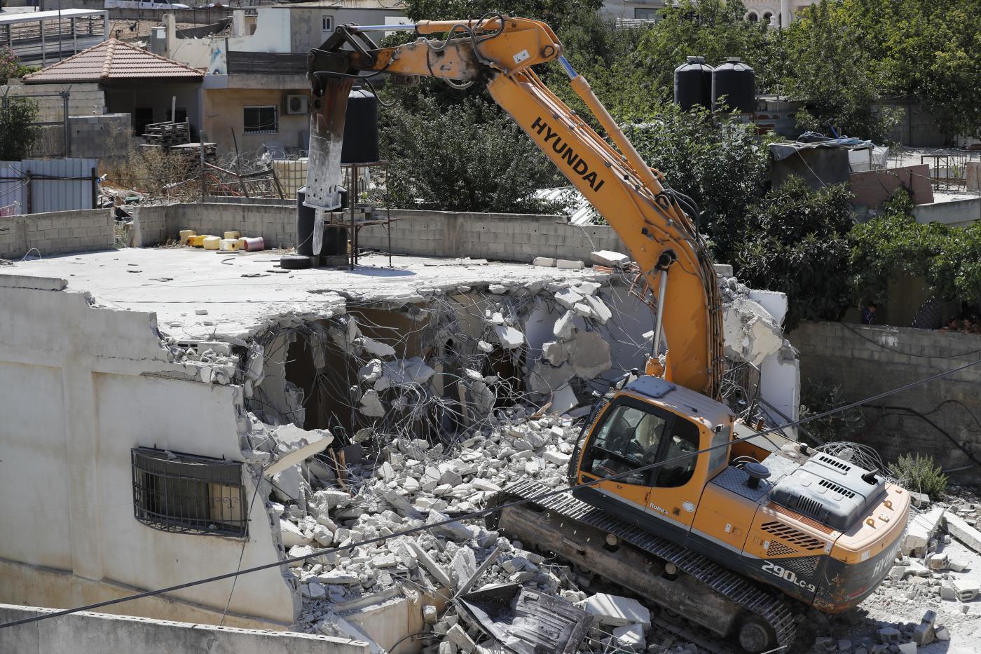 Israeli forces demolish Palestinian building in East Jerusalem