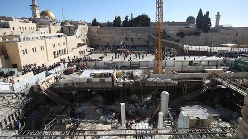International law expert: Jerusalem is exposed to unprecedented Judaist measures under